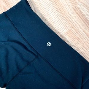 Lululemon • Black & Grey Reversible Crops